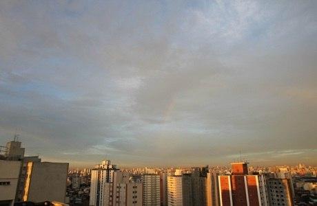 Previsão de SP é de sol, calor e novas pancadas de chuva no final da tarde