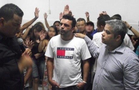 Comerciante participa de culto da igreja Paz em Cristo