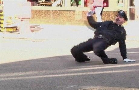 Todo fim de ano, desde 1984, Lepore exibe sua destreza no bailado nas ruas da cidade