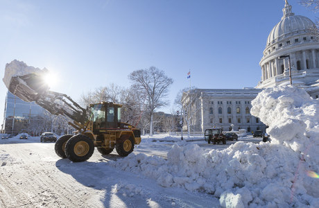 Cidade de Madison, Wisconsin, ficou tomada por neve após tempestade histórica