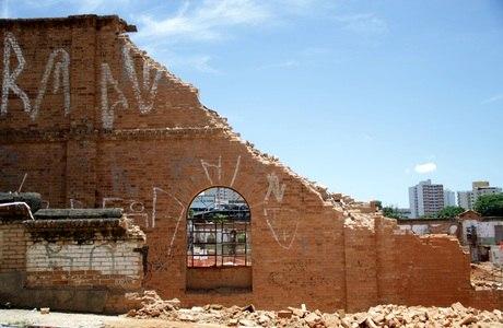 Muro de construção histórica desabou deixando sete mortos em Sorocaba