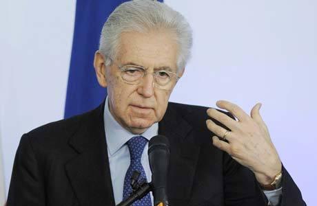 Monti conversa com jornalistas na última coletiva do ano em Roma