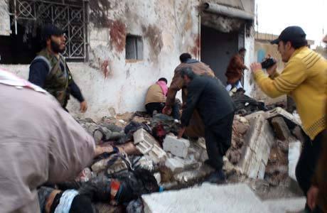 Sírios retiram corpos da padaria atacada em Halfaya