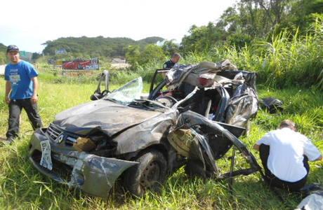Os cinco ocupantes do Renault Logan, de Curitiba, morreram