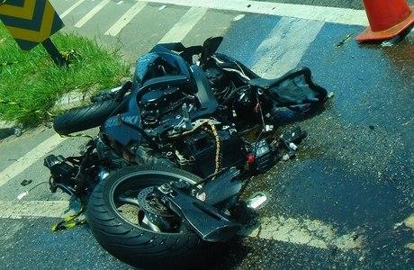 Moto do homem que morreu ficou destruída com o impacto