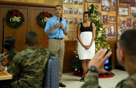 Obama e sua mulher, Michelle, se reuniram no dia de Natal com soldados e familiares em uma base em Kaneohe Bay, no Havaí