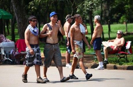 Público aproveitava sol no parque do Ibirapuera nesta quarta-feira