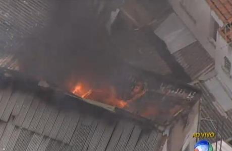 Bombeiros trabalharam por mais de uma hora para apagar o fogo