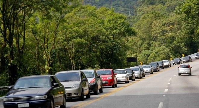 Na foto, rodovia Mogi-Bertioga, no litoral do Estado de São Paulo