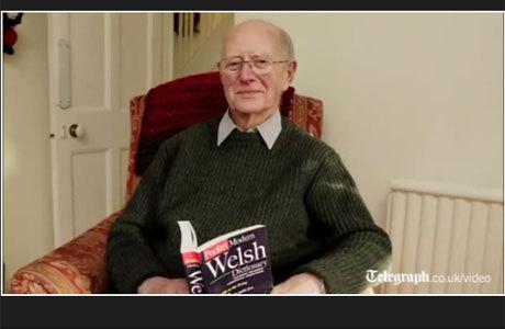 O aposentado Alun Morgan, de 81 anos, esqueceu sua língua nativa e passou a falar galês fluentemente