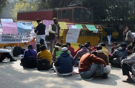 Manifestantes seguem reunidos em Nova Déli para protestar contra o governo