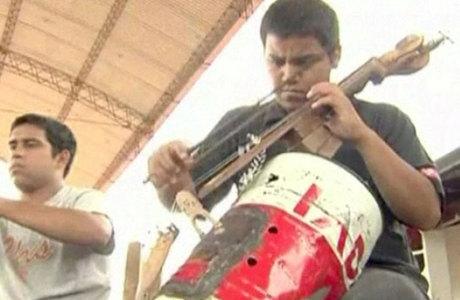 Paraguai cria orquestra com instrumentos feitos de lixo