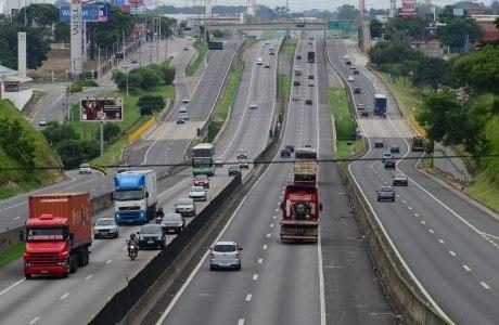 Rodovia Presidente Dutra não tinha trânsito no início da tarde