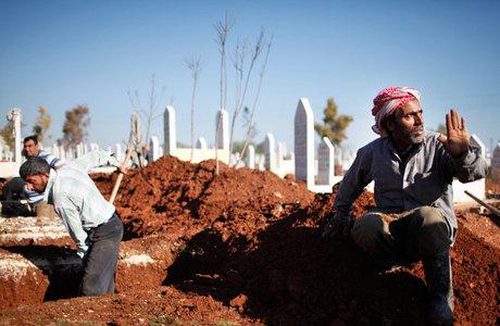 Coveiros de cemitério da cidade de Azaz 28eadc8ac65