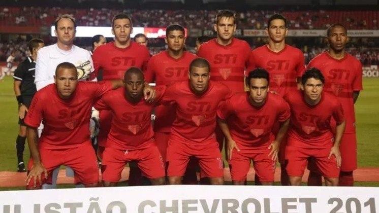 2013 - Depois de treze anos, um novo terceiro uniforme, desta vez todo vermelho, até mesmo os patrocinadores e o uniforme. Ele foi lançado para homenagear as reformas das cadeiras do Morumbi.
