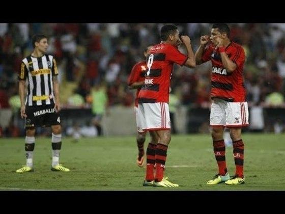2013 - No ano seguinte, o Flamengo fechou uma parceria com a Caixa Federal, que passou a expor a marca no peito e no ombro da camisa. A Pegeout exibia a marca nas costas e a TIM na parte interna dos números.