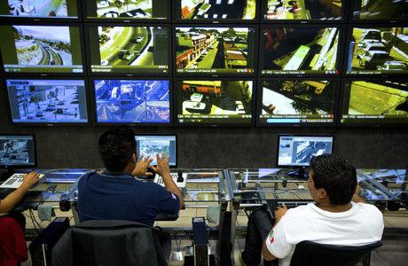 A atenção visual intensificada permite que os oficiais surdos vejam os problemas acontecendo na tela mais rapidamente do que outros policiais que podem ouvir e falar