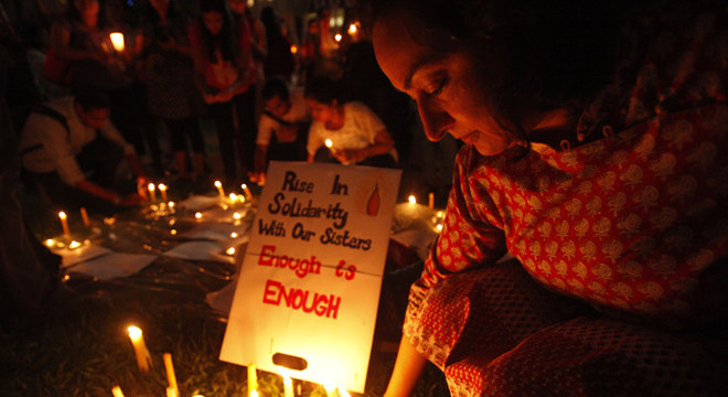 O caso desta jovem obteve mais relevância na Índia que outros parecidos devido à onda de indignação que sacode todo o país depois que em dezembro uma estudante foi violentada por seis homens em um ônibus em Nova Déli e morreu devido aos ferimentos