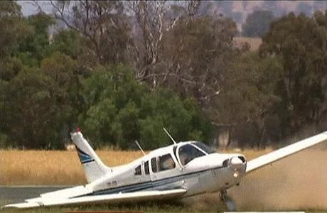 O piloto tinha sobrevoado a área durante quatro horas para gastar o combustível