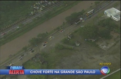 São Paulo registrava diversos pontos de alagamento nesta terça-feira