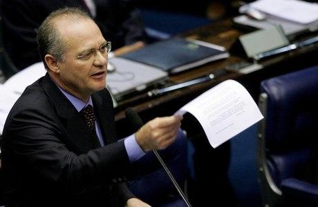 Renan Calheiros (PMDB-AL) é o mais cotado para assumir presidência do Senado, cinco anos depois de renunciar ao cargo para evitar a cassação