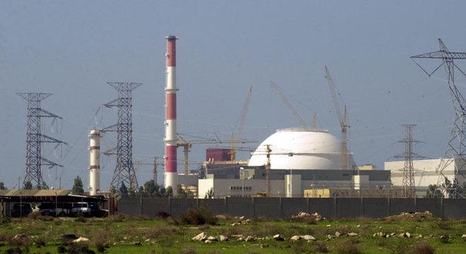 O Ocidente alega que as atividades nucleares iranianas têm como objetivo desenvolver bombas nucleares. O Irã nega as acusações