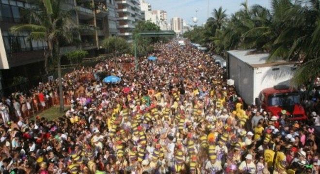 Carnaval nos bairros chega a receber um público de 20 mil pessoas por noite