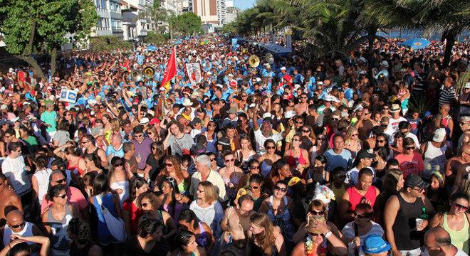 Riotur autorizou desfile de 67 blocos a mais em 2013; mais de 5 milhões de foliões curtiram o carnaval em blocos do Rio no ano passado