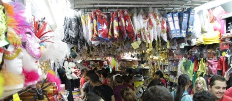Movimento nas lojas da região da 25 de Março já é intenso para o Carnaval