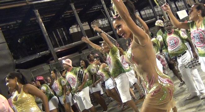 Gracyanne Barbosa ensaiou no domingo passado (13) na Marquês de Sapucaí