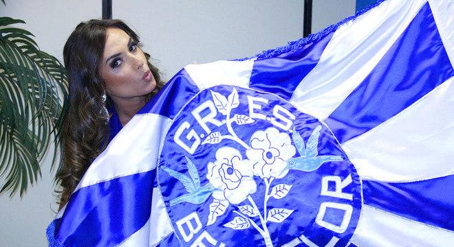 Nicole deu sorte para a azul e branco no Carnaval de 2011