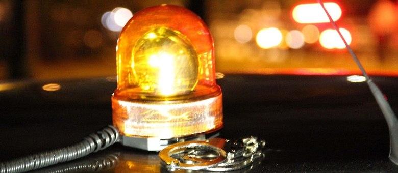 Falsos policiais chegaram em lanchonete em carro com giroflex no teto, como uma viatura descaracterizada