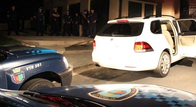 Homens roubaram carro de médico e foram perseguidos pela polícia até a comunidade Heliópolis