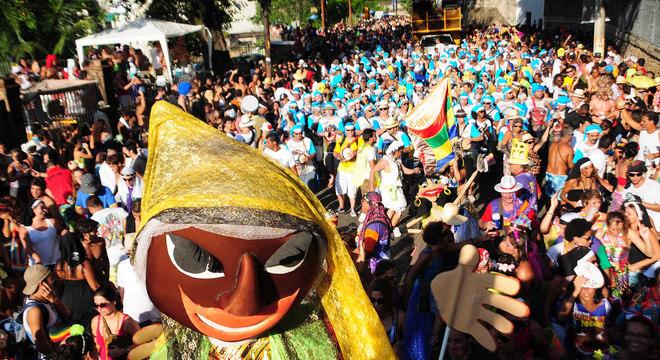 Neste sábado (19), Carmelitas anima os foliões na Praça Tiradentes, no centro