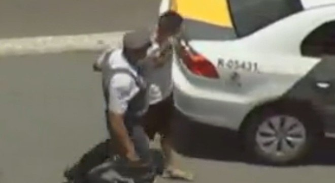 Trio roubava pertences de motoristas parados em congestionamento por causa de acidente, no sentido interior