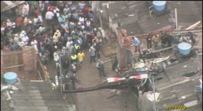 Queda ocorreu na rua Paulo Arentino, pouco depois do meio-dia