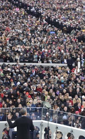 Obama discursa para público estimado em 700 mil pessoas