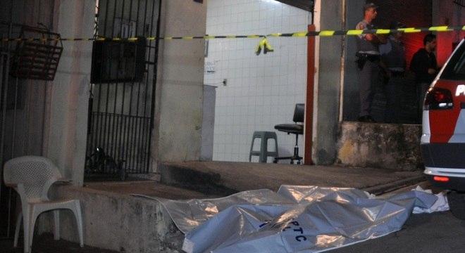 Dois homens foram mortos a tiros em um bar na Vila São José, em Mauá, no ABC, na noite desta quarta-feira