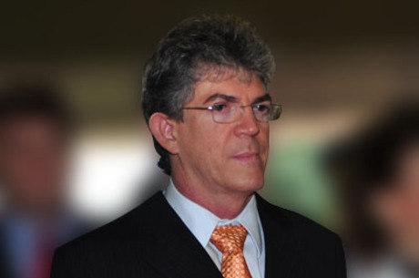 Ministro do STJ manda soltar ex-governador da Paraíba
