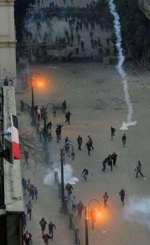 Egípcios entraram em confronto com a polícia na praça Tahrir