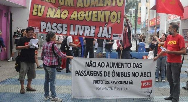 Manifestação aconteceu no centro comercial da cidade