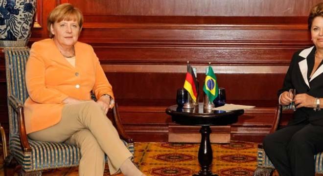 Dilma e a alemã Angela Merkel se reuniram à tarde em Santiago