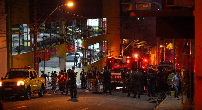 Incêndio na madrugada deste domingo (27) deixou ao menos 245 pessoas mortas
