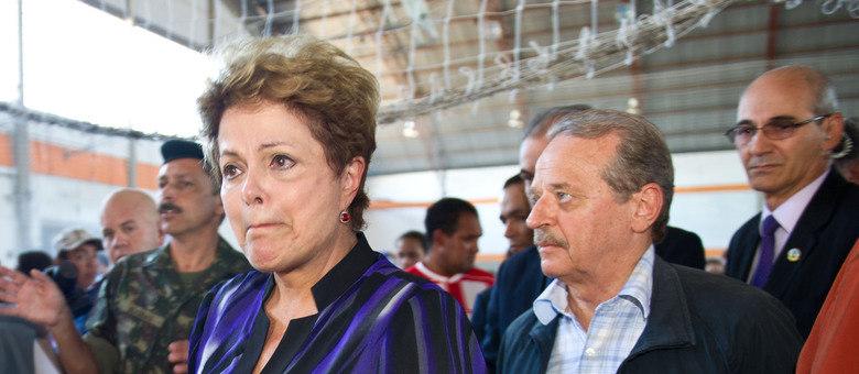 Acompanhada pelo governador Tarso Genro, Dilma visita famílias das vítimas em Santa Maria