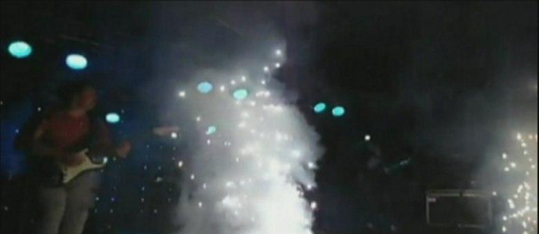 Incêndio atingiu boate na madrugada deste domingo; fogo teria começado depois de show piroctécnico da segunda banda da noite