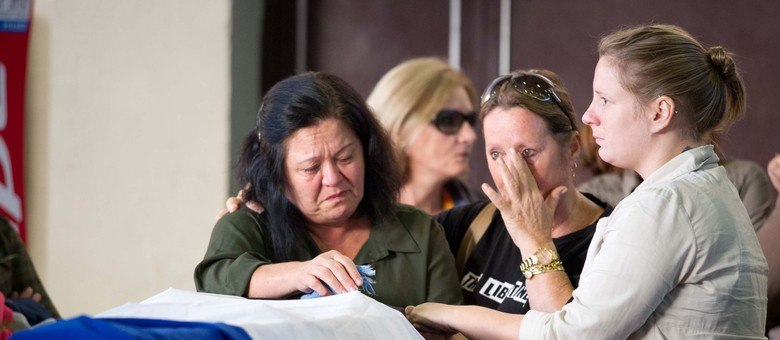 Os enterros das vítimas começaram nesta segunda-feira (28)