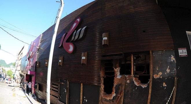 Incêndio em boate deixou 231 mortos na madrugada deste domingo (27)