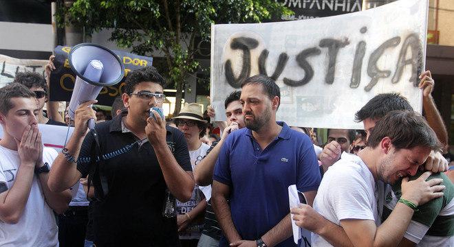 Grupo realizou manifestação na tarde desta terça-feira e pediu por Justiça