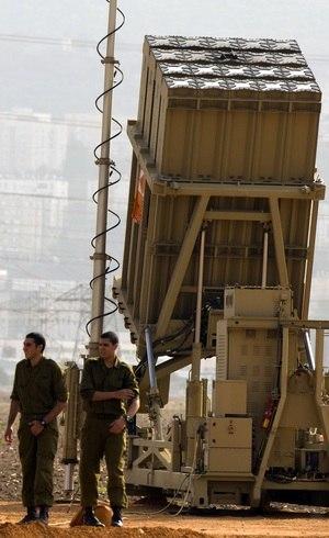 Militares israelenses estão posicionados nas fronteiras para evitar qualquer ataque