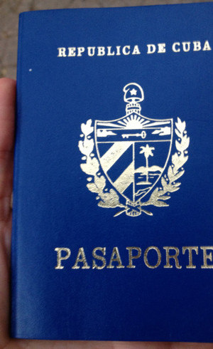 A blogueira também publicou na internet uma foto do passaporte recém-chegado